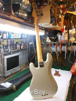 Fender American Standard Precision Electric Bass Guitar 2004 Rare Inca Silver