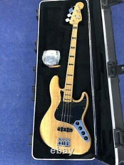 Fender USA Deluxe Jazz Bass. With Fender hard case. Ash with maple fretboard