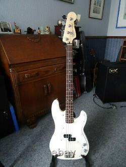 Fender p bass guitar precision mexican mim white 4-string 2004 excellent cond