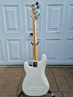 Fender precision bass 2009 Mexican Standard with upgrades + hardcase
