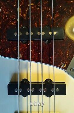 Tokai Jazz Sounds Bass guitar. Modified with Serial/Parallel Pull/Push switch