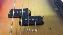 Vintage Fender Precision Bass Guitar Usa 1972 With case Great Condition